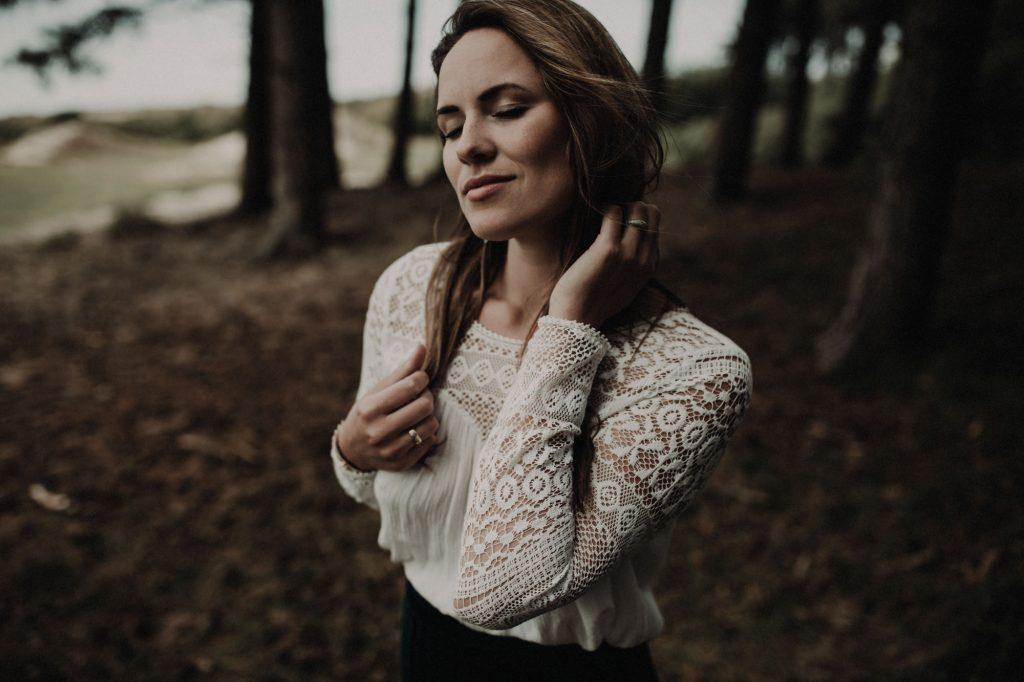 Laura portrait shoot bos duinen zeeland joran looij